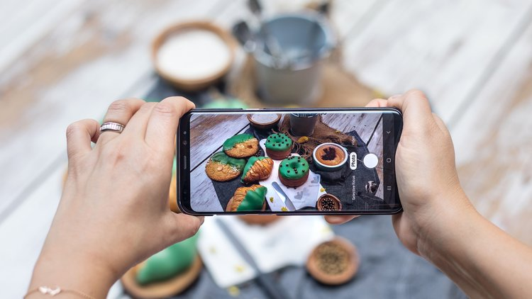 Deliveroo and Common Grounds Partner to Eat & Snap